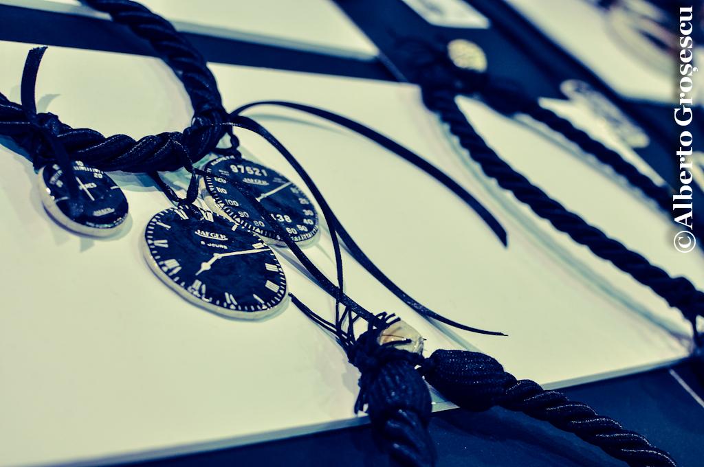 V for Vintage - Salla Dalles accesorii