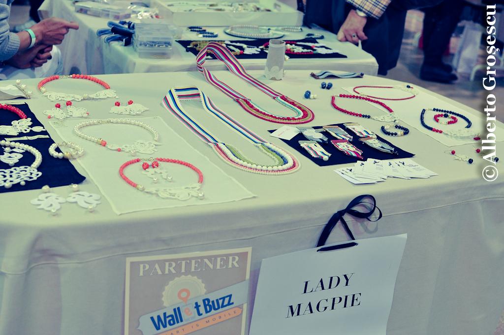 V for Vintage - Salla Dalles bijuterii accesorii