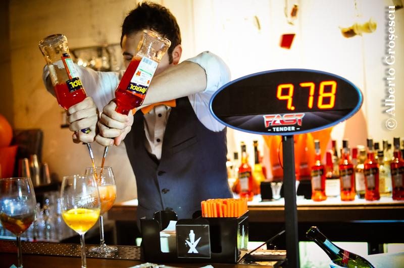 barman aperol spritz